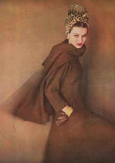 Model in brown tweed walking dress with an interesting wrap of stole in the same tweed by Trigere, cheetah turban by Lilly Daché, photo by Karen Radkai, Vogue, September 1959 Fashion Mode, Moda Fashion, 1950s Fashion, Fashion Beauty, Vintage Fashion, Moda Vintage, Vintage Vogue, Vintage Glamour, Retro Vintage