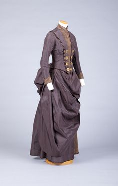 Riding habit Goldstein College of Design. Victorian Era Fashion, 1880s Fashion, Vintage Fashion, Victorian Gown, Women's Fashion, Antique Clothing, Historical Clothing, Historical Dress, Vintage Dresses