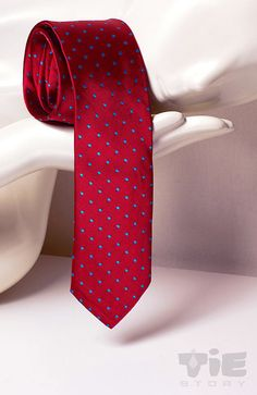 Skinny red tie with blue dots jaquard patern. Exlusive by tiestory