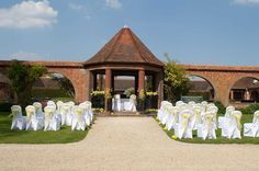Outdoor Wedding close to Abingdon