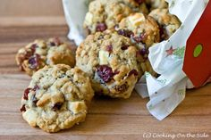 White Chocolate Cranberry Cookies by From the kitchen of Sarah Herrick Chocolate Chunk Cookie Recipe, White Chocolate Cranberry Cookies, White Chocolate Chips, Chocolate Blanco, Yummy Treats, Sweet Treats, How To Make Granola, Cookie Recipes, Dessert Recipes