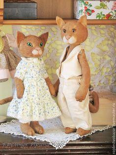 Кошка в платье куклы