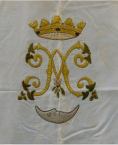 Monograma de María (la M y la A entrelazada) bordado de la cama de María. Diseño de Pedro Ibarra 1924.