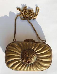 torebka mosiężna z głową lwa