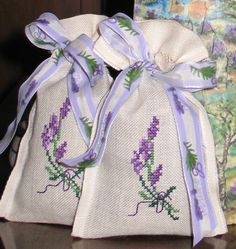 Χειροτεχνήματα: Λουλούδια σταυροβελονιά (cross stitch flowers )