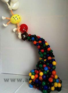 M&M balloon sculpure