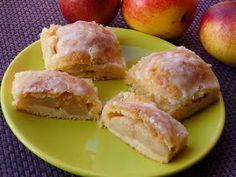 Monia miesza i gotuje: Ciasto z połówkami jabłek