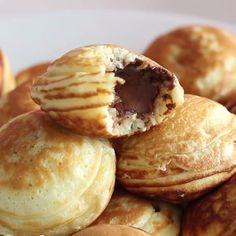 Snacks Recipes These mini pancakes called ebelskivers originate in Denmark and can be stuffed w. Breakfast Recipes, Dessert Recipes, Quick Dessert, Snacks Recipes, Vegan Desserts, Soup Recipes, Dinner Recipes, Mini Pancakes, Nutella Stuffed Pancakes