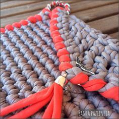 Cartera-sobré de trapillo con pulsera de cadena | Santa Pazienzia
