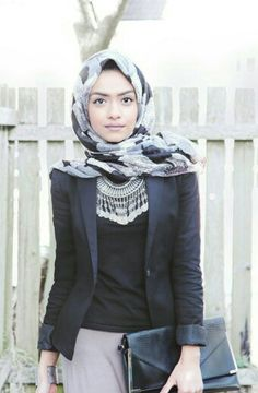 Classy Black and Grey Outfit with Boho Silver Necklace Islamic Fashion, Muslim Fashion, Modest Fashion, Hijab Fashion, Modest Wear, Modest Outfits, Casual Outfits, Turban, Collection Eid