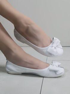 Ballerina elasticizzata bianca vera pelle Holalà con fiocco Ballerina, Ballet Dance, Dance Shoes, Slippers, Fashion, Dancing Shoes, Moda, Ballet Flat, Fashion Styles