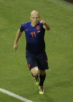 Netherlands' Arjen Robben celebrates after scoring a goal during the group B World Cup soccer match between Spain and the Netherlands at the Arena Ponte Nova in Salvador, Brazil, Friday, June 13, 2014