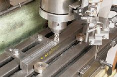 Low profile milling table workpiece clamps Cnc Machine Tools, Milling Machine, Milling Table, Metal Lathe Tools, Homemade Tools, Metal Projects, Metal Fabrication, Espresso Machine, Metal Working