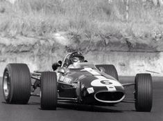 World Copyright: LAT Photographic Ref: Autosport b&w print Dan Gurney, Old Race Cars, Photo Search, Vintage Racing, Formula One, Grand Prix, Cars And Motorcycles, Legends, Eagle