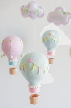 Pastel Baby Mobile Hot Air Balloons Nursery by sunshineandvodka Travel Theme Nursery, Nursery Themes, Nursery Decor, Mobiles, Ballon Diy, Diy Hot Air Balloons, Baby Mobile, Diy Baby Gifts, Girl Bedroom Designs