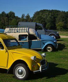 Multi-level parking: Citroën 2CV #classiccars