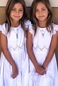 Twin Models, Child Models, Cute Twins, Cute Girls, Little Fashion, Kids Fashion, Twin Girls Photography, Beautiful Children, Beautiful People