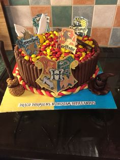 Harry Potter piñata cake