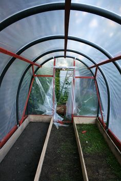 How to make your own polytunnel – Gardening & Permaculture Design Diy Greenhouse Plans, Greenhouse Farming, Hydroponic Farming, Hydroponic Growing, Small Greenhouse, Growing Plants, Greenhouse Wedding, Permaculture Design, Garden Care