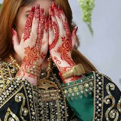 Uploaded by ℓα∂кι вєαυтιfυℓℓ. Find images and videos about henna and mehndi on We Heart It - the app to get lost in what you love. Henna Designs Back, Latest Henna Designs, Indian Henna Designs, Bridal Henna Designs, Beautiful Henna Designs, Latest Mehndi, Beautiful Mehndi, Khafif Mehndi Design, Mehndi Design Pictures
