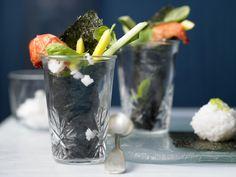Das perfekte Fingerfood wenn Besuch kommt oder Ihr eine Party plant. Garnelen-Sushi im Glas - mit Mango und Gurken - smarter - Kalorien: 185 Kcal - Zeit: 1 Std.  | eatsmarter.de