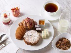 『ピエール・エルメ・パリ 青山』から始まる新しい朝。月に一度だけの朝食コースで、至福のひとときを Waffles, French Toast, Dressing, Breakfast, Food, Morning Coffee, Essen, Waffle, Meals