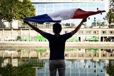 Demi-finale !! #france#edf#allezlesbleus#eauipedefrance#demifinale#foootball#soccer#griezmann#varane#russiaworldcup2018#soccerworldcup#foot#uruguay#bleus#igdailydailygram#celebration#happy#happiness#paris#parsmaville#belleville#parisjetaime#jesuisparis
