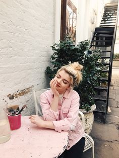 Jessica Whitaker in Notting Hill, London. Pink paradise at Farm Girl cafe.
