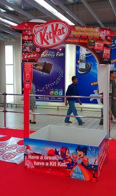 Kit Kat Display Pallet | The Selling Points | Supermarket Design, Supermarket Shelves, Pos Display, Display Design, Display Ideas, Point Of Purchase, Point Of Sale, Merchandising Displays, Store Displays