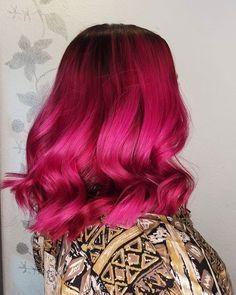 """37 tykkäystä, 3 kommenttia - Sandi Moilanen (@hairmakeup_sandi) Instagramissa: """"🍇🍉🍇🍉🍇 ° ° ° Vaalennusprojekti mustasta jatkui tänään ja vihdoin saatiin vähän väriä elämään 🤩"""" Dark Pink Hair, Pink Short Hair, Hot Pink Hair, Latest Hairstyles, Cute Hairstyles, Neon Hair Color, Hair Colours, Colors, Pink Hair Highlights"""