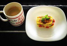 Café da manhã do jeitinho que eu gosto!!  Preparado por mim para despertar o dia deliciosamente feliiiiizzz!! Panini low carb feito com 1 ovo 1 colher de parmesão 1 pitada de fermento e 1 colher de chá de cottage; recheado com 1 colher de tomates maduros picados manjericão e 1/2 fatia de mozarela light acompanhado de café expresso!!  Agora sim: Boooooom diaaaaaa…