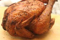 Nem kell vele sokat pepecselni, mégis isteni étel lesz belőle Whole Baked Chicken, Perfect Roast Chicken, Oven Roasted Chicken, Roast Chicken Recipes, Stuffed Whole Chicken, Onion Chicken, Bbq Chicken, Grilled Chicken, Austrian Recipes