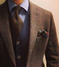casual mens fashion which looks fab Costumes En Tweed, Vêtement Harris Tweed, Mens Harris Tweed Jacket, Mode Costume, Herren Outfit, Mens Fashion Suits, Fashion Menswear, Mens Cardigan Fashion, Mode Masculine