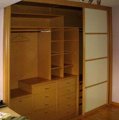 Puertas corredizas de espejos para un amplio closet for Armario para patio