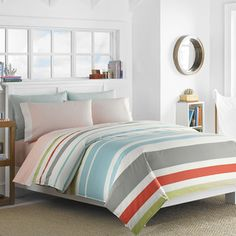 Add a beautiful, stylish touch to your guest or master bedroom with this Nautica Taplin Duvet Cover Set featuring a comfortable cotton construction. This duvet cover set features a coastal pattern tha