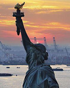 Hotels-live.com/cartes-virtuelles #MGWV #F4F #RT Lady Liberty standing tall  Photo by @355heli #GlobeJetSetter by globejetsetter https://www.instagram.com/p/BDKlc--yj1l/