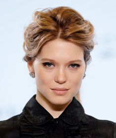 Léa Seydoux #jamesbond #007 #Spectre #BondLifeStyle #Style2 #BondGirls James Bond #Infographic in time for the #Spectre premiere! en Miu Miu et Chopard pour l'annonce du prochain James Bond, Le Spectre, realist par Sam Mendes http://www.vogue.fr/joaillerie/red-carpet/diaporama/lea-seydoux-en-chopard-film-james-bond-le-spectre-sam-mendes/21474