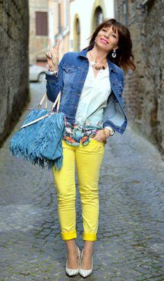 Dovete sapere che io ho un sogno: andare in Giappone ma quel gran bigotto di mio marito non mi ci vuole portare, sostiene che è troppo simile agli Stati Uniti! La realtà è che lui non si sposterebbe mai da Roma! #fashion #japan #blogger #bag #yellow  http://www.dontcallmefashionblogger.com/2014/04/japan-dream.html