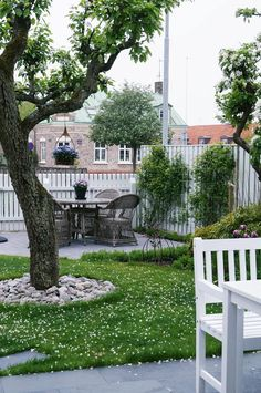 33 best patio garden design ideas and low maintenance 00040 – nothingideas Patio Balcony Ideas, Backyard Patio, Scandinavian Garden, Patio Layout, Garden Pictures, Garden Landscaping, Balcony Gardening, Colorful Garden, Cool Landscapes
