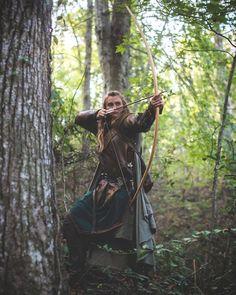 Gothic Aesthetic, Book Aesthetic, Medieval Girl, Viking Battle, Archery Girl, Rangers Apprentice, Hipster Hairstyles, Fantasy Princess, Gold Girl