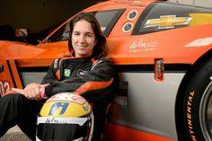 Maior nome feminino do automobilismo brasileiro analisa rumos de sua carreira para esta temporada.