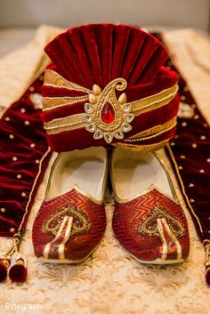 Indian groom sherwani, turban and shoes http://www.maharaniweddings.com/gallery/photo/89750 @alpathakkar