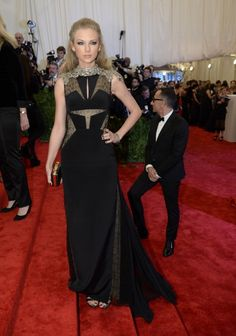 See What Everyone Wore to the 2013 Met Gala:  Taylor Swift in J. Mendel
