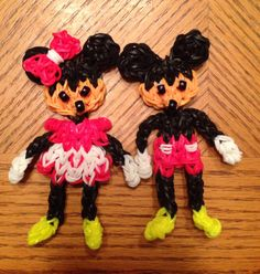 MICKEY and MINNIE. Designed and loomed by Donna Lorber on the Rainbow Loom. (Rainbow Loom FB page)