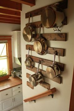 Ideas para organizar las sartenes de la cocina – I Love Palets hanging pots and pans. nice way to protect the wall from the pots banging against the wall. Kitchen Wall Storage, Kitchen Organization, Kitchen Decor, Organization Ideas, Kitchen Shelves, Wooden Kitchen, Kitchen Rustic, Ikea Kitchen, Rustic Kitchens