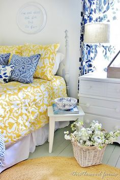 blue and yellow guest bedroom-I really like these 2 colors together!!