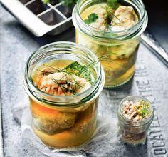 Ryba na świątecznym stole to podstawa. Pyszny smażony karp czy śledź w sosie lub marynacie to już klasyka. Co jeszcze można przygotować, żeby zaskoczyć bliskich? Zebraliśmy mnóstwo przepisów. Niech was zainspirują!