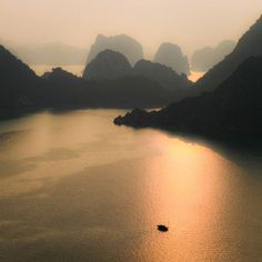 Beautiful World, Beautiful Places, Amazing Places, Places To Travel, Places To See, Ha Long Bay, Nature Aesthetic, Am Meer, Belle Photo