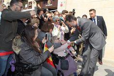 Don Felipe es saludado por vecinos de Tarragona a su llegada a la Tarraco Arena Plaza. 16.03.2015