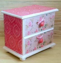 Arrume suas bijuterias e/ou maquiagem, pequenos itens que você às vezes precisa ter à mão no quarto, no banheiro, no lavabo! Delicada, floral, shabby chic!